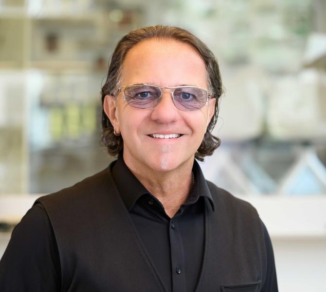 9b9bfcefe20a8c «Wenn Sie mehr über Kontaktlinsen und Brillen erfahren möchten, begrüsse  ich Sie gerne persönlich» Jörg M. Nömer