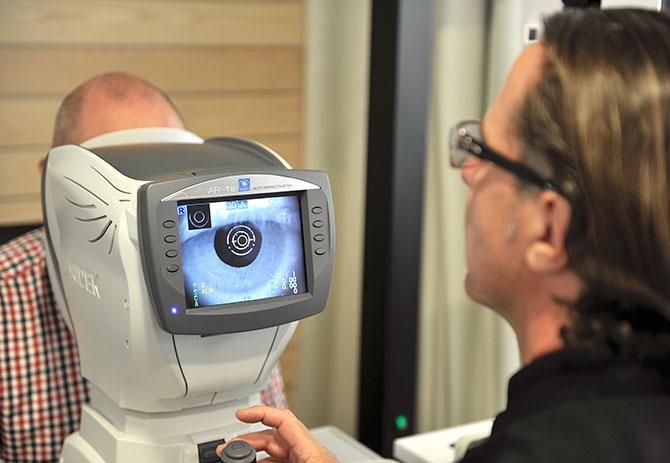 fca9b640f5ce81 Eye test in Basel, Beyeler Optik